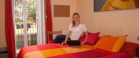 Student in ons superieur appartement op het terrein